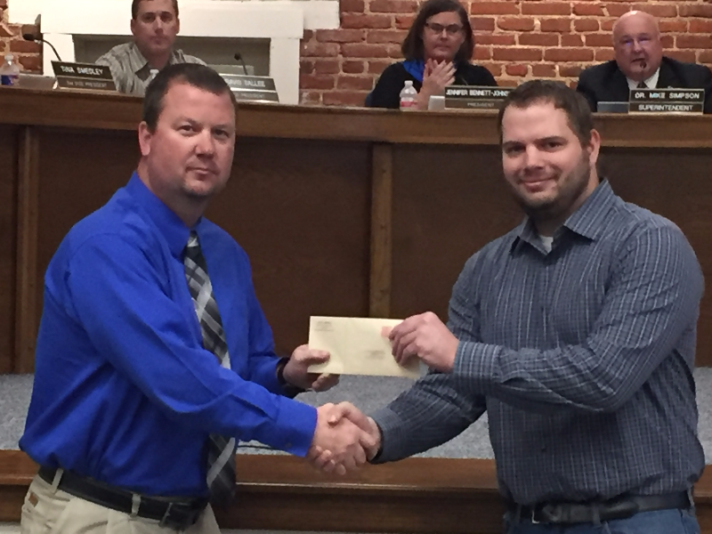 Manager Brian Billings and his Sonic franchise donate to school
